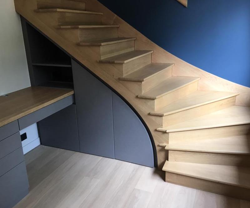 Escalier sur mesure bois fabriqué par ETS Parent, entreprise de menuiserie bois, pvc et alu près de Blois (41)